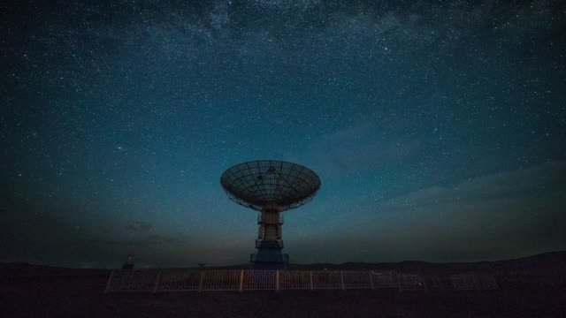 time lapse- radio telescope under the milky way - radio telescope stock videos & royalty-free footage