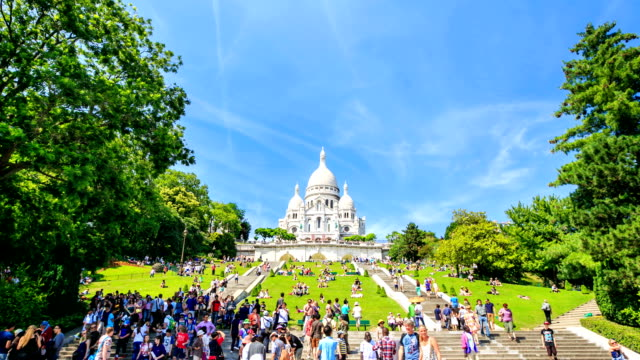 time lapse : sacre-coeur basilica on montmartre, paris, france - basilique du sacre coeur montmartre stock videos & royalty-free footage