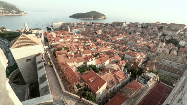 time lapse: scenic historic town of dubrovnik by the sea - croazia video stock e b–roll