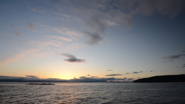 vídeos de stock, filmes e b-roll de time lapse: sea view rippling water just after sunset - boa postura