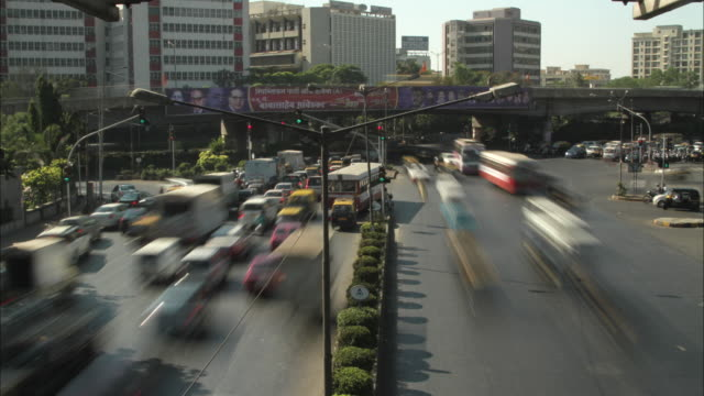 time lapse sequence of heavy traffic in the city of mumbai. - traffic stock videos & royalty-free footage