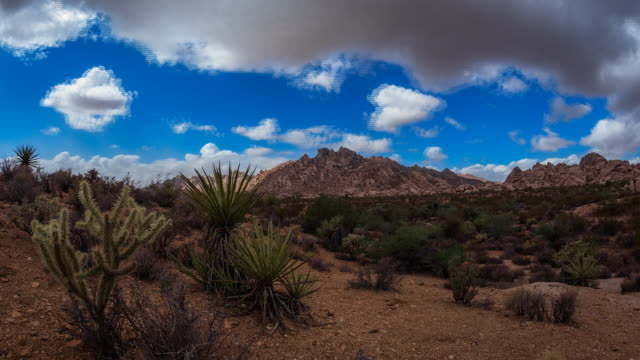 vidéos et rushes de time lapse sequence showing clouds moving over the mojave desert. - route 66