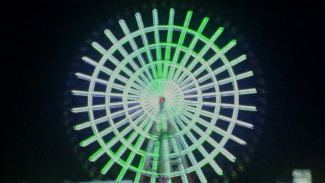 stockvideo's en b-roll-footage met time lapse shaky abstract view of illuminated ferris wheel at night - psychedelisch