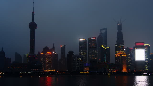 time lapse - shanghai from day to night (zoom out) - jin mao tower stock videos & royalty-free footage