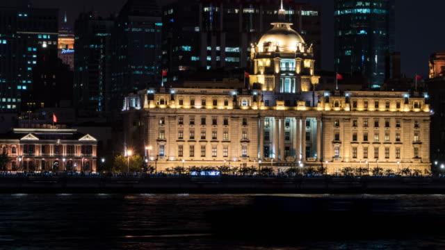 vídeos de stock e filmes b-roll de time lapse shanghai skyline at night - embarcação comercial