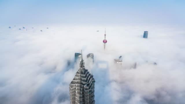 vídeos de stock e filmes b-roll de time lapse - shanghai skyline - nevoeiro