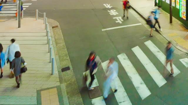 time lapse shinjuku straße bei nacht - straßenschild stock-videos und b-roll-filmmaterial