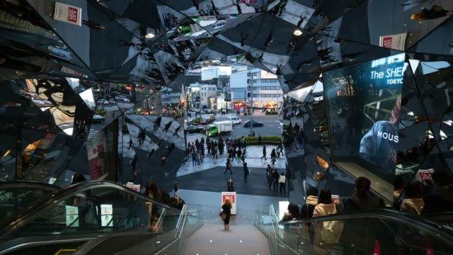 Time Lapse: Shoppers Moving Under Unique Reflective Architecture at Mall - Tokyo, Japan