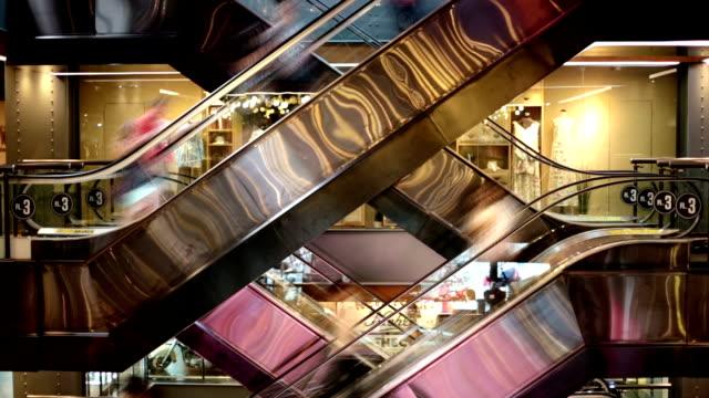 タイムラプスショッピングモールエスカレーター - エスカレーター点の映像素材/bロール