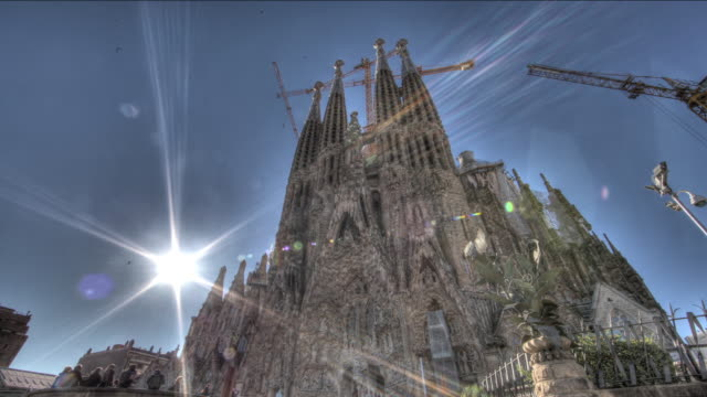 time lapse shot across the exterior of the sagrada familia in barcelona. - barcelona stock-videos und b-roll-filmmaterial