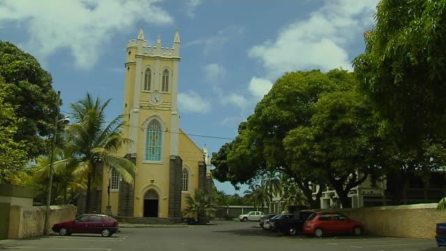 vídeos de stock, filmes e b-roll de time lapse shot mahebourg church mauritius - ilhas mascarene