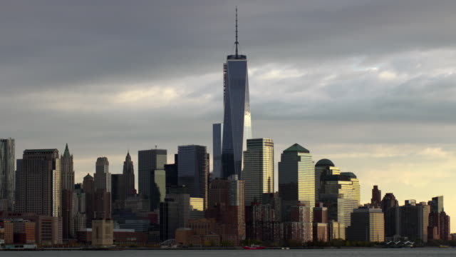 vídeos de stock, filmes e b-roll de time lapse shot of one world trade center. a helicopter zooms through the shot - torre da liberdade nova iorque