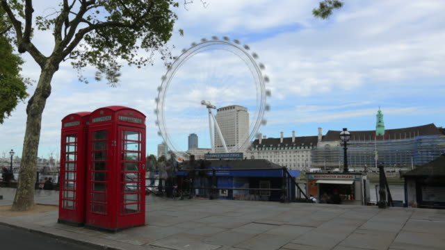 time lapse shot of people against london eye in city, telephone booth on footpath against sky - fast motion stock videos & royalty-free footage