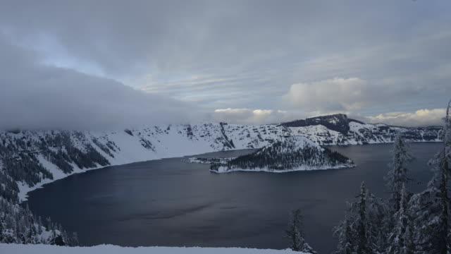 vídeos y material grabado en eventos de stock de time lapse shot of wizard island in crater lake against cloudy sky at national park - parque nacional crater lake
