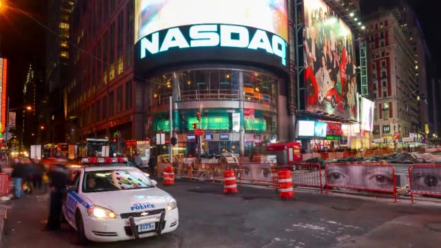 time lapse shots of the nasdaq sign in time square, new york city, time lapse broll of the nasdaq sign lit up at night in time square nasdaq time... - ナスダック点の映像素材/bロール