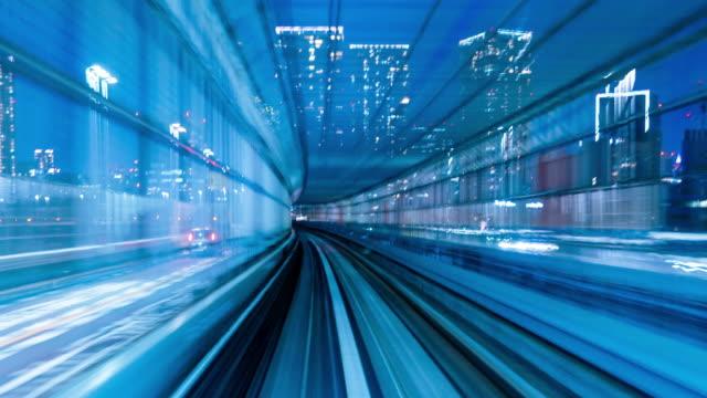 vídeos de stock, filmes e b-roll de lapso de tempo 4k: passeios de trem automático à noite, tóquio, japão-vídeo stock - ponto de vista de bonde