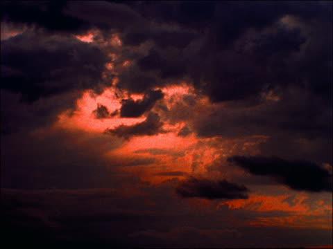 time lapse silhouette of clouds - romantische stimmung stock-videos und b-roll-filmmaterial