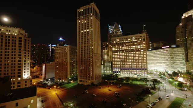 time lapse skyline detroit downtown at night. wide shot from above with cadillac tower. slight zoom in - spoonfilm stock-videos und b-roll-filmmaterial