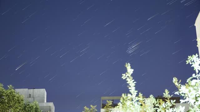 time lapse, star trail of sky and clouds from balcony, montevideo, uruguay - rymd och astronomi bildbanksvideor och videomaterial från bakom kulisserna