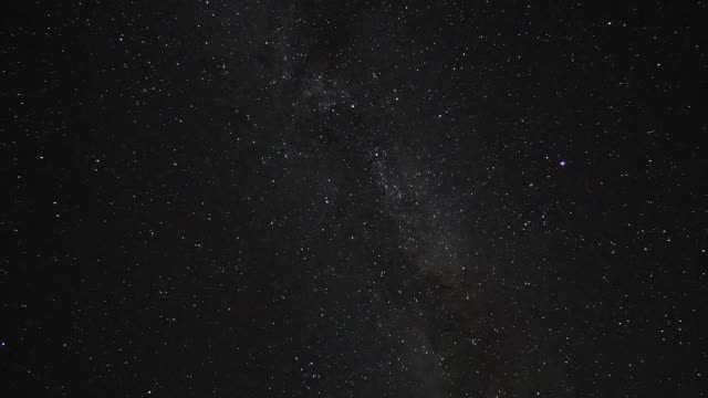 Time Lapse: Starry sky over the Daisetsuzan Mountains