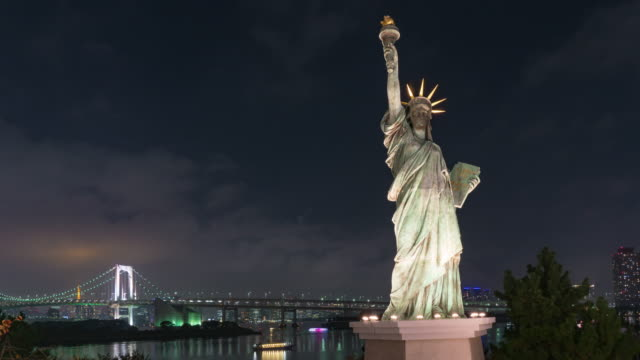 4K Time lapse :Statue of Liberty in Odaiba with Rainbow Bridge at night .