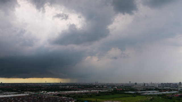 Time lapse : Storm in the city