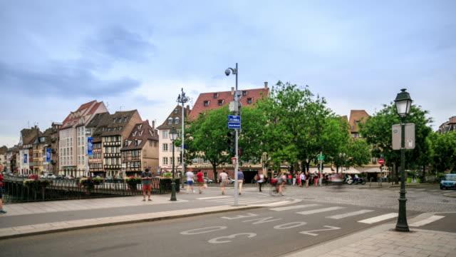 vídeos de stock e filmes b-roll de intervalo de tempo em 4k : rua vista de estrasburgo - eastern european culture