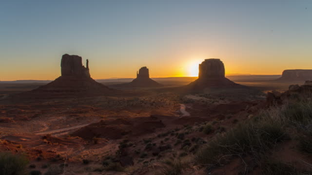 ws time lapse sun shining behind monument valley buttes,utah,united states - monument valley stock videos & royalty-free footage