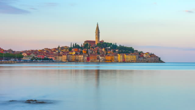 time lapse sunrise scene of rovinj old town and basilica of st. euphemia,  rovinj, istria, croatia - mare adriatico video stock e b–roll