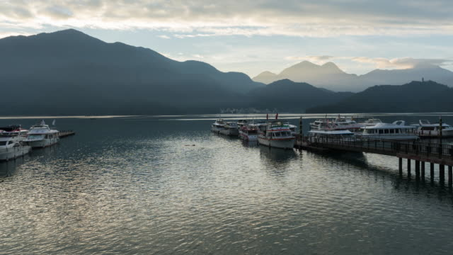 4k time lapse: sunrise timelapse of sun moon lake, taiwan, zoom out shot - sun moon lake stock videos and b-roll footage