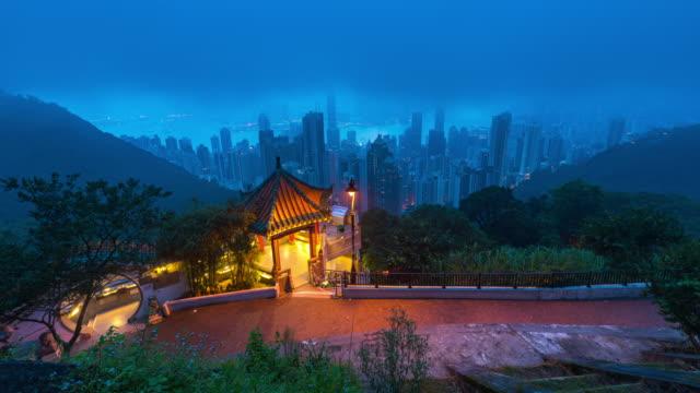 zeitraffer : sunrise victoria hafen und moderne stadt business district hong kong - hochhaus-hochhaus gebäude in hong kong stadt - insel hong kong island stock-videos und b-roll-filmmaterial