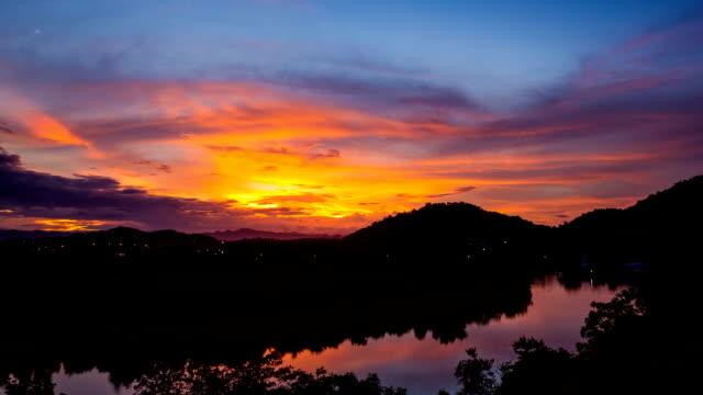 Time Lapse coucher de soleil sur le Pran Buri, Thaïlande