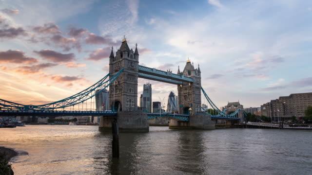 vídeos y material grabado en eventos de stock de london - circa 2013: time lapse sunset od tower bridge and new london skyline - 2013