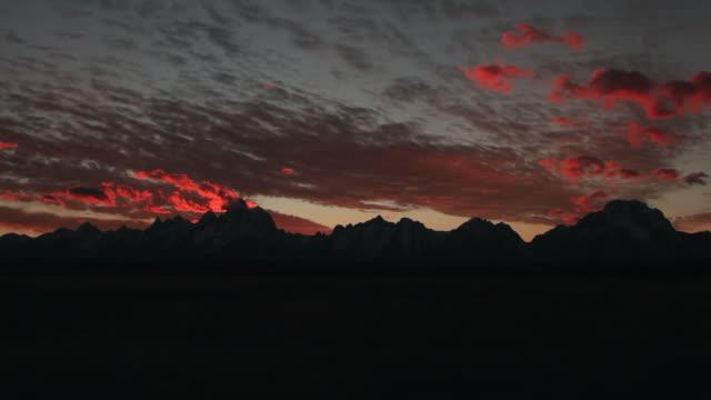 stockvideo's en b-roll-footage met ws  time lapse sunset of the grand teton range - grand teton