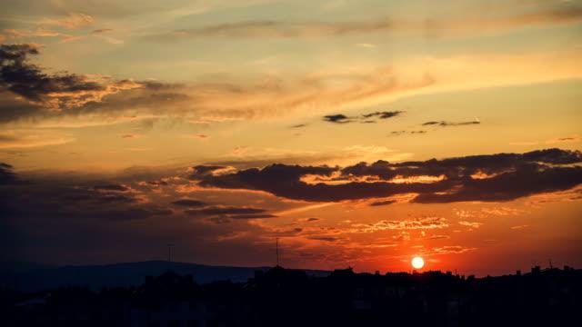 vídeos y material grabado en eventos de stock de time lapse sunset over city - beige