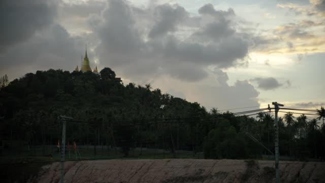 vidéos et rushes de time lapse sunset over temple - culture thaïlandaise