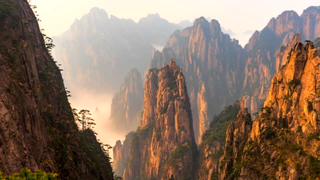 4k time lapse sunset scene of huangshan national park ,scene of mist, (yellow mountain) anhui province, china - orizzonte video stock e b–roll