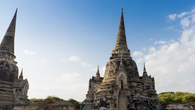 time lapse sunset the old temple of ayudhaya thailand - ayuthaya province stock videos and b-roll footage