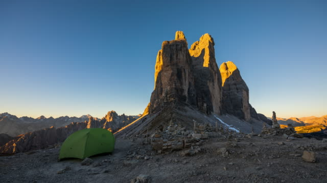 time lapse: tent in front of tre cime di lavaredo (drei zinnen) in the dolomites - european alps - dawn to day stock videos & royalty-free footage