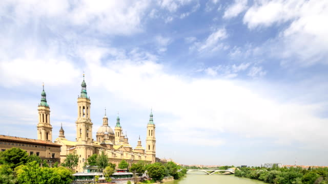 HD Time lapse : the Pilar Cathedral in Zaragoza, Spain