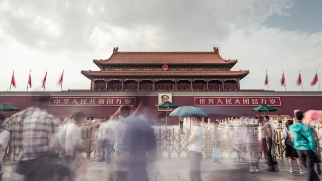time lapse- tiananmen gate and tourist (panning) - tiananmen gate of heavenly peace stock videos & royalty-free footage