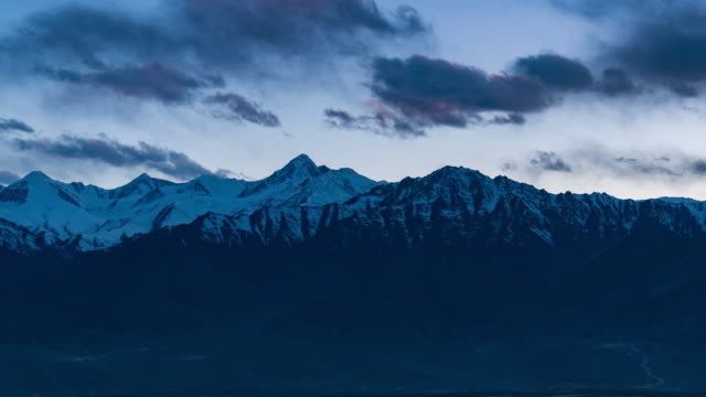 4k time lapse : top view mountains snow peaks and dry mountains on season winter at leh, ladakh - traditionally tibetan stock videos & royalty-free footage