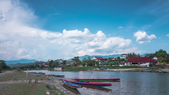 time lapse : tourism activities in the river