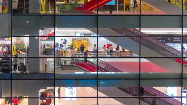 Time Lapse : Tourists in the shopping mall