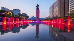 Time lapse Tourists visiting Colour floor water fountain and Statue of Admiral Yi Sun-Shin at Gwanghwamun plaza in Seoul City,South Korea