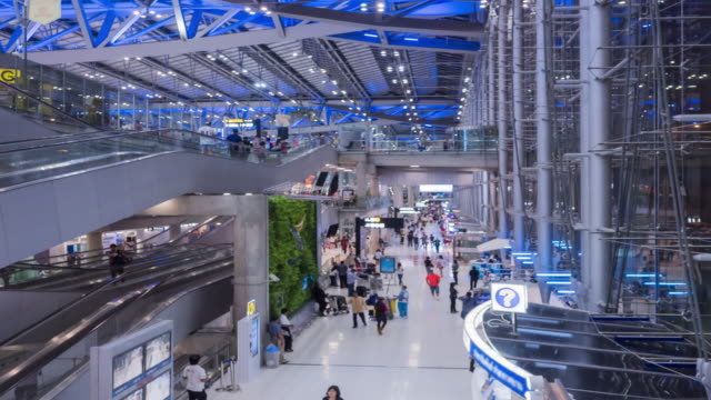 Time Lapse : Tourists walking in the airport
