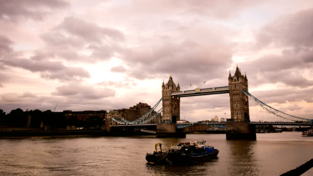 4K Time lapse Tower Bridge, London, England in summer with time-lapse