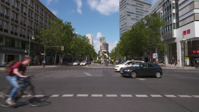 vídeos y material grabado en eventos de stock de time lapse. traffic in berlin (tauentzienstraße). berlin, germany. - iglesia conmemorativa del emperador guillermo