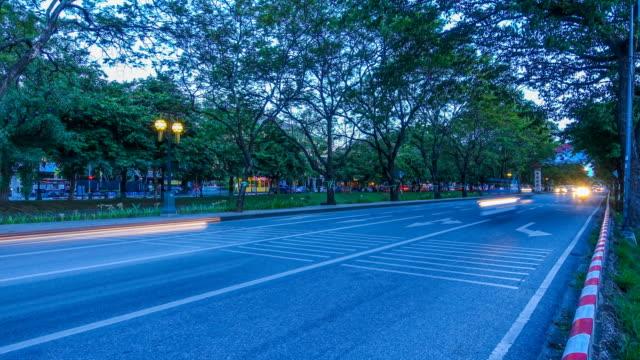 stockvideo's en b-roll-footage met time-lapse: traffic snelheid licht 's nachts - achterlicht