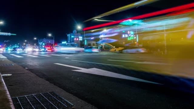 vídeos de stock, filmes e b-roll de lapso de tempo: tráfego de noite - taipei